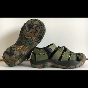 KEEN Youth Sz 3 Camo Waterproof Sandals